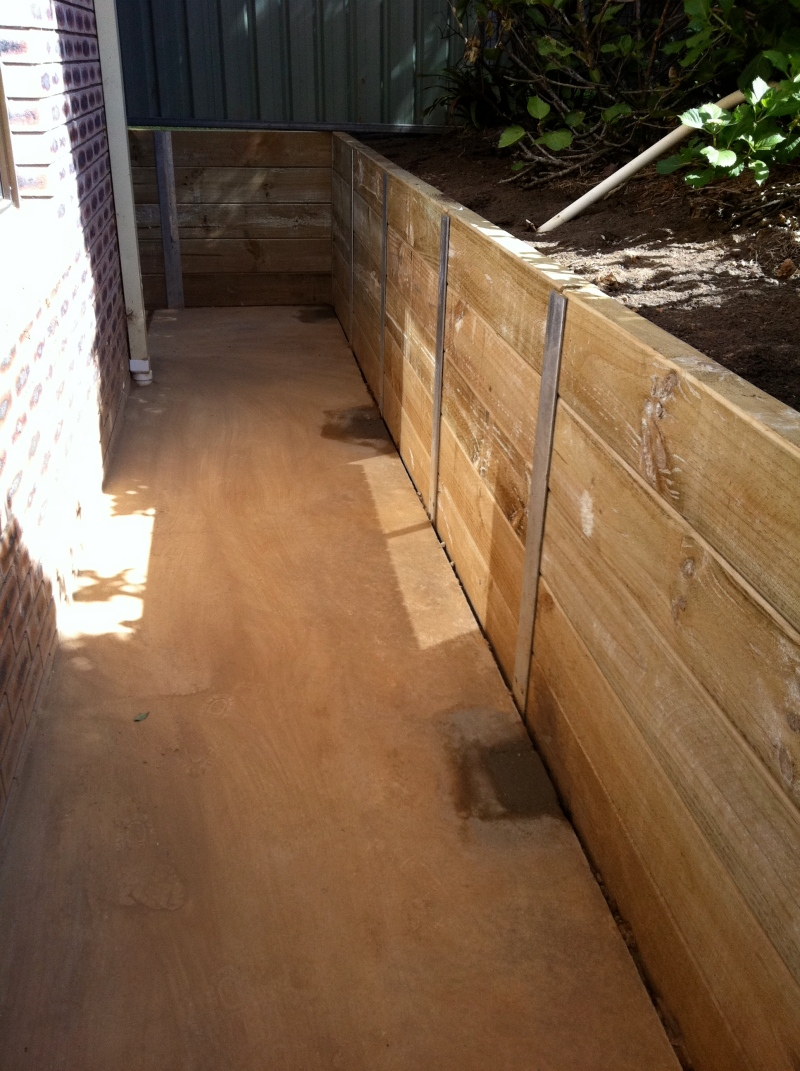 Metal Post Retaining Wall Plank : Retaining wall nature coast landscapes
